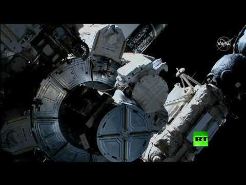 شاهد خروج رائدين من المحطة الدولية إلى الفضاء المفتوح